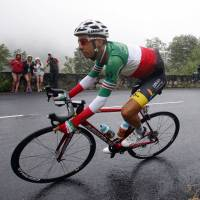 Aru takes lead from Froome