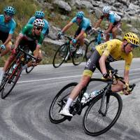 Aru falters, Froome soars in Alps