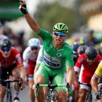 Strong finish carries Kittel to win in 11th stage