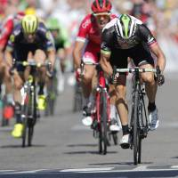 Matthews wins Stage 16; Froome still leads