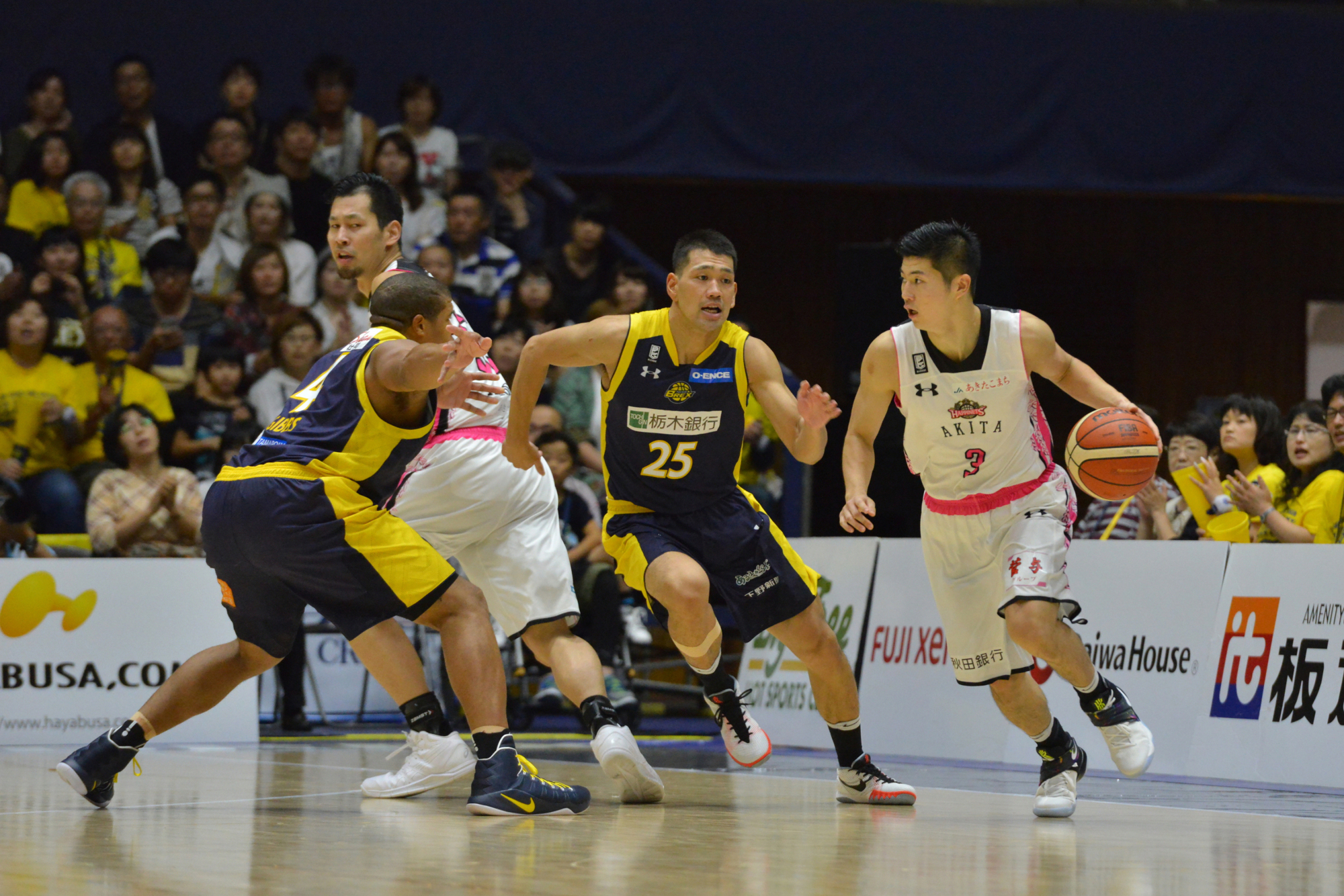 Guard Seiya Ando, seen playing for the Akita Northern Happinets last season, will remain in the top division with the Alvark Tokyo for the 2017-18 campaign. | B. LEAGUE
