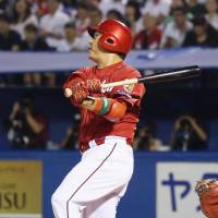 Carp sink Swallows on Arai's three-run blast in ninth inning