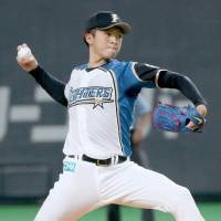 Fighters hurler Uwasawa tames Hawks
