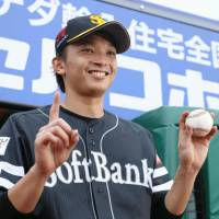 Hawks starter Higashihama shines in triumph over Eagles