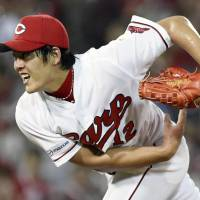 Carp's Kuri holds Swallows in check