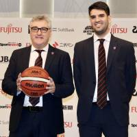 Argentine Julio Lamas (left) will make his official tournament debut as the Japan men's national team head coach at the FIBA Asia Cup next month. | KAZ NAGATSUKA