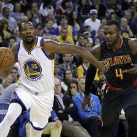 Durant reaches deal with Warriors