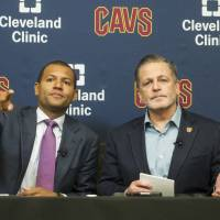 Cavaliers try to play down Kyrie-LeBron rift, deny team in chaos