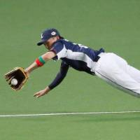 Pacific League shortstop Sosuke Genda, a Lions rookie, makes an impressive defensive play in the seventh inning on Friday in Game 1 of the NPB All-Star Series at Nagoya Dome. | KYODO