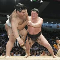 Hakuho surpasses Kaio, sets all-time wins record