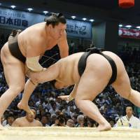 Hakuho still on target for 39th Emperor's Cup