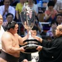 Hakuho captures 39th title of career