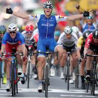 Strong finish leads Kittel to Stage 2 triumph