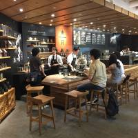 Starbucks Coffee Japan Ltd.'s outlet near JR Meguro Station features a specially designed interior inspired by traditional Japanese architecture. | SHUSUKE MURAI