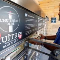 French can buy fresh oysters from vending machines