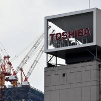 Toshiba Corp. could announce Thursday that it will sell its flash memory unit to Western Digital Corp.   SATOKO KAWASAKI