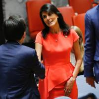 U.S. Ambassador to the United Nations Nikki Haley (right) shakes hands with South Korea's U.N. envoy, Cho Tae-yul, before voting on a U.S.-drafted resolution toughening sanctions on North Korea at the U.N. headquarters in New York on Saturday.   AFP-JIJI