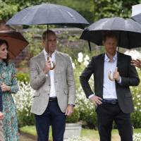 Britain's Prince William, Duke of Cambridge (third from left), his wife, Britain's Catherine, Duchess of Cambridge, and his brother, Britain's Prince Harry (second, right)), talk with Head Gardener Sean Harkin during an event at the memorial gardens in Kensington Palace, west London, Wednesday. Princes William and Harry prepared to pay tribute to their late mother Princess Diana on Wednesday for the 20th anniversary of her death as wellwishers left candles and flowers outside the gates of her former London residence. | KIRSTY WIGGLESWORTH / POOL / VIA AFP-JIJI
