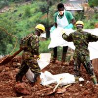 Sierra Leone mudslide death toll now at 499 with 600 still missing