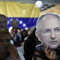 Maduro's agents haul two key Venezuelan opposition figures off to military prison in middle of night