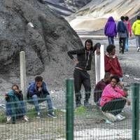 Brawls break out among Afghan, Eritrean migrants near French port of Calais