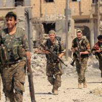 Tens of thousands of civilians feared trapped in Raqqa battle without access to aid