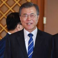 Abe, Moon brainstorm on North Korea, re-examine forced-labor issue