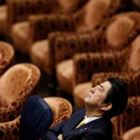 Abe's dream of amending Constitution slipping away