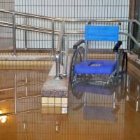 A wheelchair is shown in a hot spring modified for barrier-free access at Barrier Free Hotel Asunaro in Hokkaido in April 2015. | KYODO
