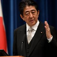 Abe softens stance on deadline for constitutional reform proposals, deferring to LDP