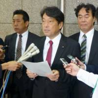 Defense Minister Itsunori Onodera speaks to reporters at the ministry on Thursday after speaking by phone with U.S. Defense Secretary James Mattis. | KYODO