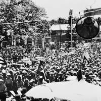 A photo taken by Argentine-born Marxist revolutionary Ernesto 'Che' Guevara shows a gathering in Cuba in 1959. The photo is part of a rare exhibition opening in Tokyo this month. | COURTESY OF CENTRO DE ESTUDIOS CHE GUEVARA / VIA KYODO