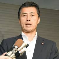 Ex-minister Hosono to leave opposition Democratic Party
