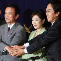 Yuriko Koike and other candidates for the Liberal Democratic Party presidency pose ahead of a debate at the Foreign Correspondents' Club of Japan in Tokyo in September 2008. Taro Aso (center) won the race and eventually became prime minister. | BLOOMBERG