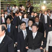 Abe looks for rebound with make-or-break Cabinet reshuffle