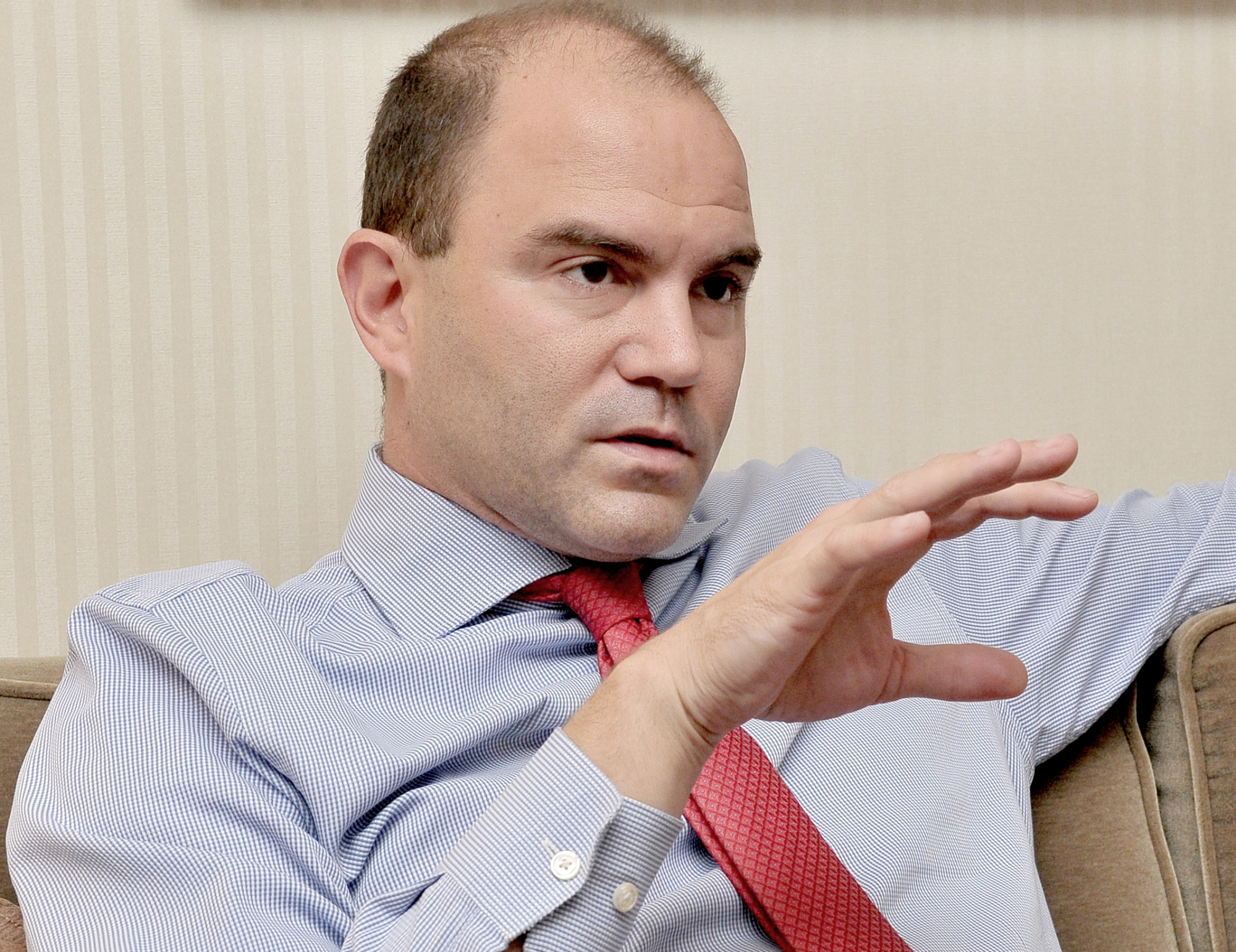 Ben Rhodes, who was deputy national security adviser to former U.S. President Barack Obama, is interviewed in Tokyo last week by The Japan Times.   YOSHIAKI MIURA