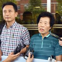 Plaintiff Lee Gyong-ja (right) speaks to reporters Tuesday after the Gwangju District Court in South Korea ordered Mitsubishi Heavy Industries to pay compensation over forced labor by two women during World War II. | KYODO