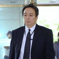 Koichi Mizushima, minister at the Japanese Embassy in Seoul, enters South Korea's Foreign Ministry building on Tuesday. | KYODO