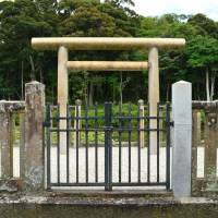 Some archaeologists believe the Tannowa Nisanzai ancient tomb in the far south of Osaka Prefecture was built for a local chieftain, despite claims by the Imperial Household Agency that it is an Imperial grave. | WIKIMEDIA COMMONS / PUBLIC DOMAIN