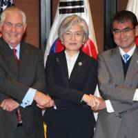 U.S. Secretary of State Rex Tillerson (left), South Korean Foreign Minister Kang Kyung-wha (middle) and Foreign Minister Taro Kono pose during a  photo session during their ministerial meeting on the sidelines of the Association of Southeast Asian Nations' regional security forum in Manila on Monday. | AFP-JIJI