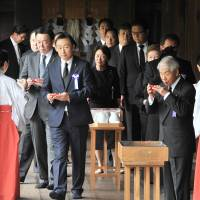 Abe and his Cabinet steer clear of war-linked Yasukuni Shrine on anniversary of World War II surrender