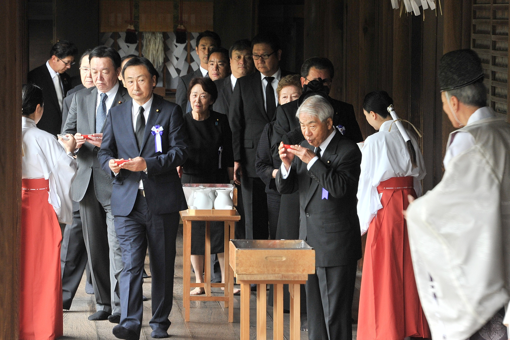Lawmakers visit the war-linked Yasukuni Shrine in Tokyo on Tuesday, the 72nd anniversary of Japan's surrender in World War II. | YOSHIAKI MIURA
