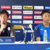 Kawasaki Frontale manager Toru Oniki speaks as Frontale forward Yu Kobayashi listens during a news conference on Tuesday, a day before the team's Asian Champions League match against the Urawa Reds. | KYODO