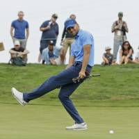 Curry draws rave reviews from pro golfers despite missing cut