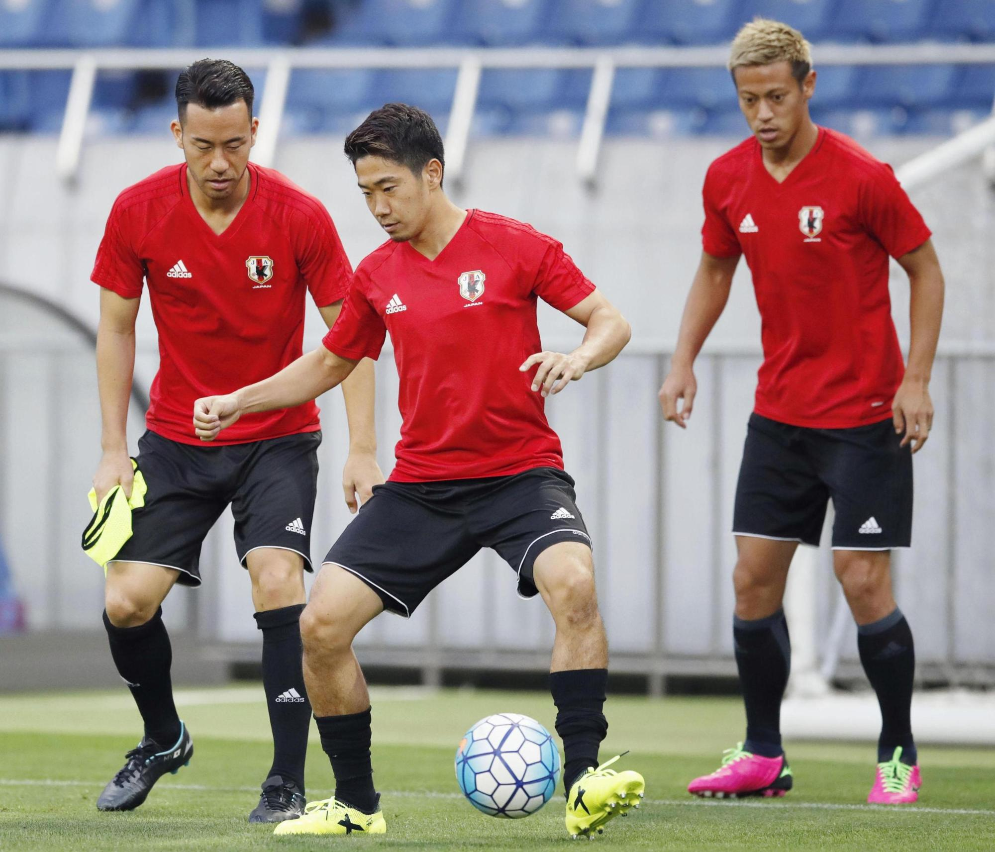 Shinji Kagawa (center), Maya Yoshida (left) and Keisuke Honda take part in a training session at Saitama Stadium on Tuesday for Japan's World Cup qualifier against Australia on Thursday. | KYODO