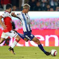 Pachuca's Keisuke Honda shoots to score against Veracruz in the Mexican League on Tuesday. | REUTERS