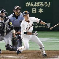 Yomiuri's Takayuki Terauchi hits a tiebreaking two-run double in the eighth inning of the Giants' 5-2 win over the Tigers on Thursday at Tokyo Dome. | KYODO