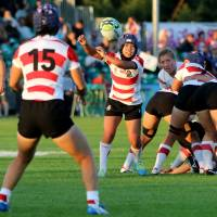 Moe Tsukui passes the ball to Mayu Shimizu during Japan's Women's Rugby World Cup game against France in Dublin on Tuesday. | AFP-JIJI