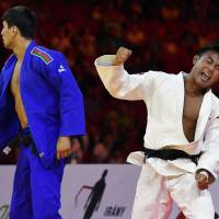 Soichi Hashimoto exults after his victory over Azerbaijan's Rustam Orujov in the 73-kg final at the World Judo Championships on Wednesday. | AP