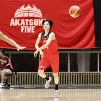 Fujioka blossoming into star, leader